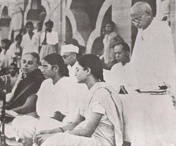 प्रार्थना-प्रवचन , दिल्ली, चित्र में एम.एस. सुब्बलक्ष्मी भी