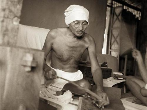 mahatma-sevagram-spinning-instrument-dhanush-satyagraha-spinning_9851e74a-a0bb-11e5-87cb-5268f82dcaeb